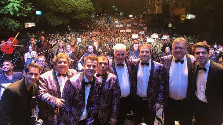 Una multitud vibró al ritmo de Los Palmeras en el Obelisco porteño