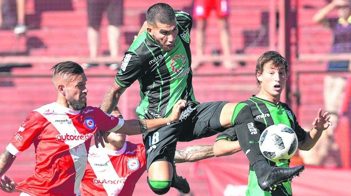 En acción. Vega logró en San Martín la continuidad que buscaba. Su pase pertenece a River.