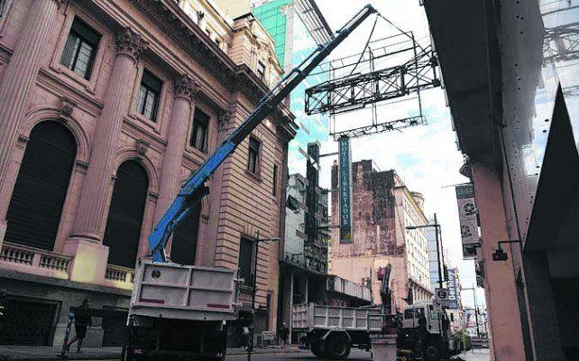 Retiraron estructura de cartelería