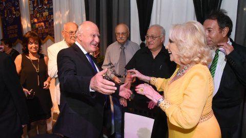 En su ciudad natal. El gobernador felicitó a Mirtha Legrand.