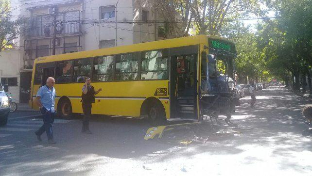 <b>Tránsito parado. </b>Ocho personas sufrieron heridas leves por el choque en Alvear y San Lorenzo.