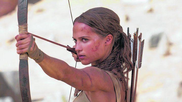 Pura acción. Tom Raider cuenta los orígenes de Lara Croft. El personaje actual es una joven más independiente y menos sensual que la versión de Jolie.