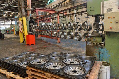 Otra que cae. Cierra Mefro desaparece una rama industrial en el país.