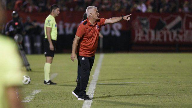Esperanzado. De Felippe resaltó los puntos positivos del triunfo de Newells ante los sanjuaninos.
