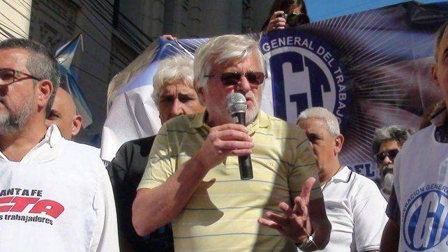 Hoffman dijo que si se insiste con esta política salarial se paralizarán todos los servicios