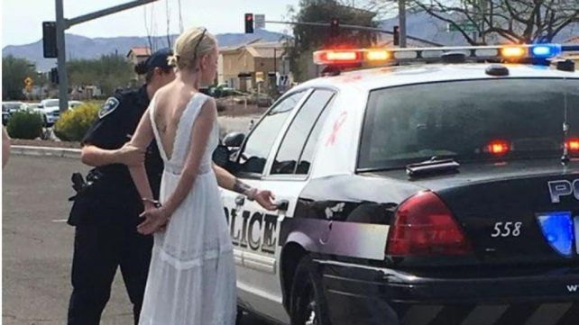 No llegó a tiempo a su boda por manejar drogada y provocar un choque