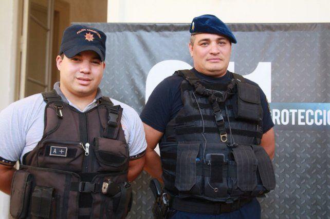 Orgullo. El ministro Pullaro felicitó a los agentes policiales que salvaron la vida de un bebé.
