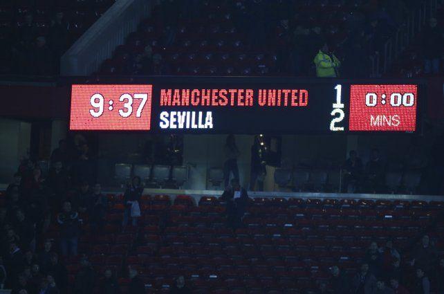 Resultado final. El cartel luminoso de Old Trafford ilustra la derrota del Manchester United en casa.