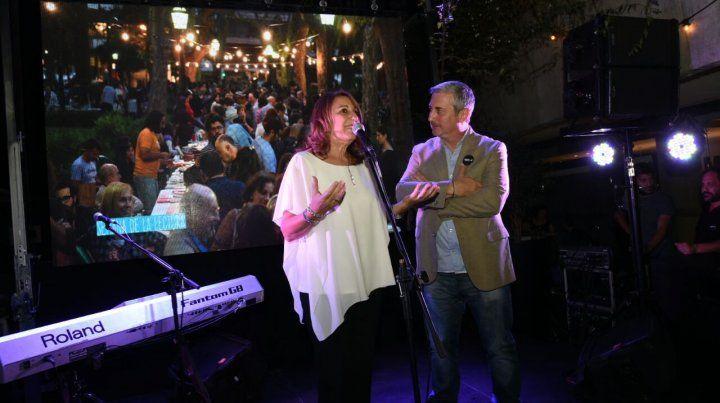 La intendenta junto al humorista Luis Rubio.