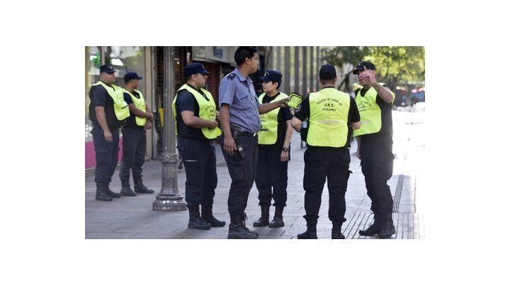 en el centro. El operativo apunta a la presencia de agentes policiales.