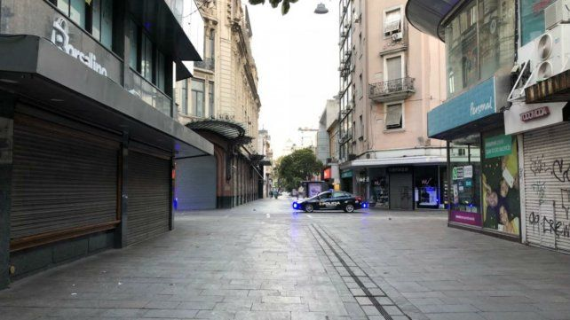 Paro total de municipales sin presencia de vendedores ambulantes en el microcentro