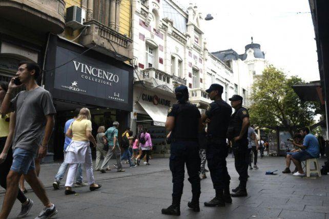 La presencia policial evitó que los vendedores ambulantes se instalen en las peatonales.