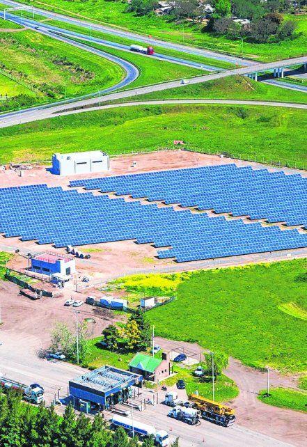Energía limpia. Vista aérea de la planta inaugurada en San Lorenzo.