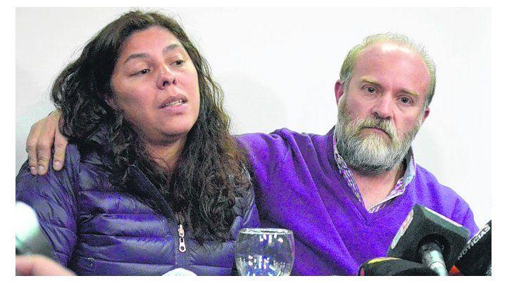 tristeza. Sergio y su esposa el día que se enteró del fin de Santiago.