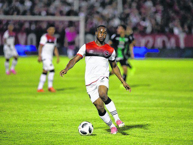 El único referente de área. Luis Leal será el centrodelantero leproso en la visita a La Paternal. La Pantera anotó un gol en la victoria ante San Martín de San Juan.