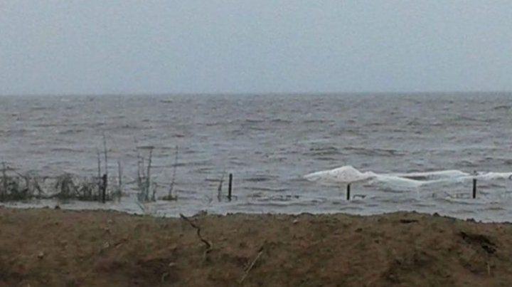 Buscan a un pescador desaparecido en la laguna de Melincué