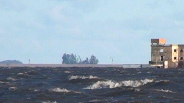 Continúa la búsqueda del pescador desaparecido en la laguna de Melincué