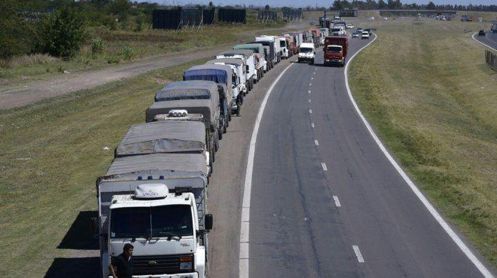 Tránsito congestionado en Circunvalación con más de 12 kilómetros de cola de camiones