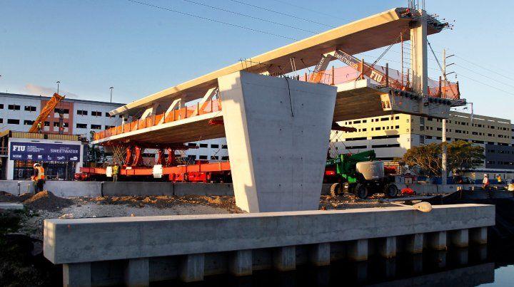 El puente durante su construcción.