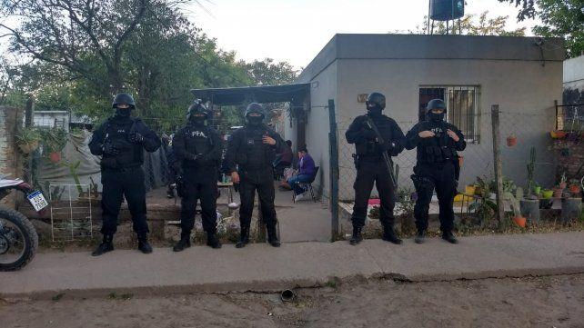 La Delegación Rosario de la Policía Federal Argentina realizó el allanamiento en barrio Los Robles, en Granadero Baigorria.