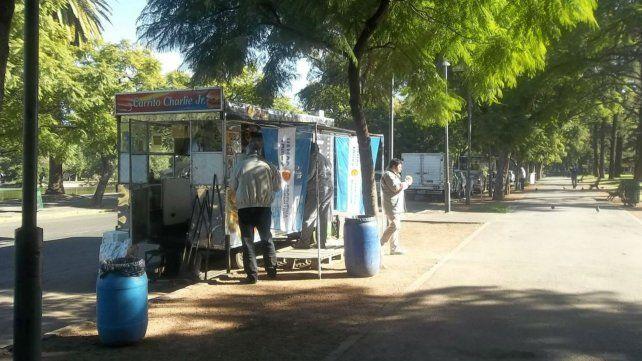 Los carritos del parque se quejan por la actividad de los food trucks.