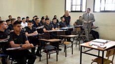 El director general del Isep, Gabriel Leegstra, en una de las aulas de la Escuela de Cadetes que funciona en Alem 2050.