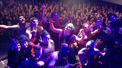 El espectáculo se ubica entre un recital de rock y un ritual en el que el público se libera del horror de verdad, del social, el mediático y el laboral, dijo Madueña.