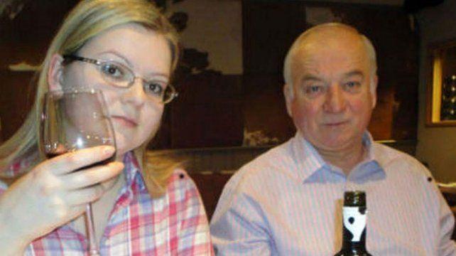 Ataque. Serguei Skripal y su hija Yulia aparecen juntos durante un encuentro celebrado en Moscú.