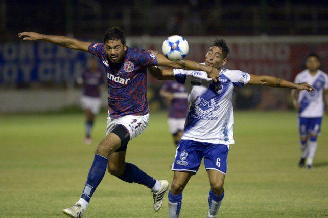 A tomar vuelo. Juan Pereyra estará en la ofensiva junto a Cristian Yassogna en el once charrúa.