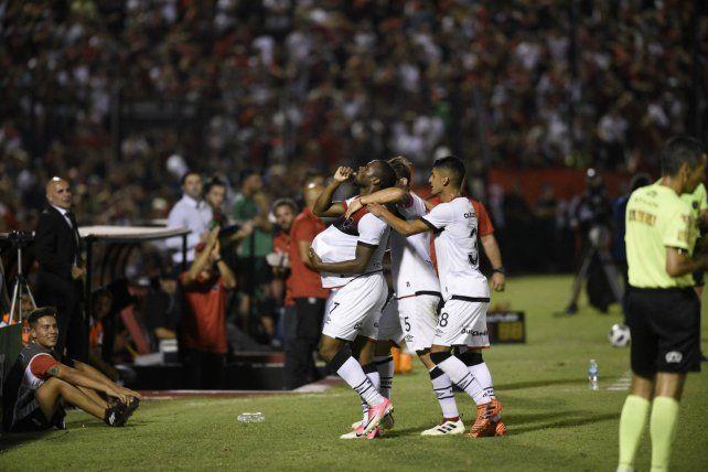 Renació. Leal celebra el segundo gol contra San Martín