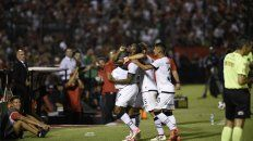 Renació. Leal celebra el segundo gol contra San Martín, que sirvió para que la Lepra vuelva a la victoria.
