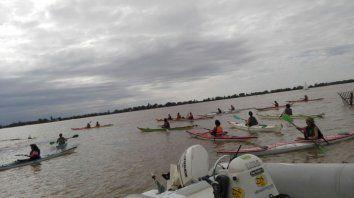 Unas 130 mujeres partieron en kayaks en busca de los irupés
