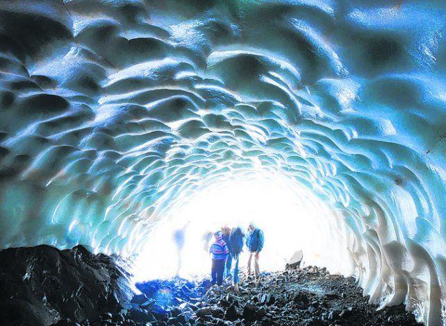 El placer de caminar bajo túneles de hielo