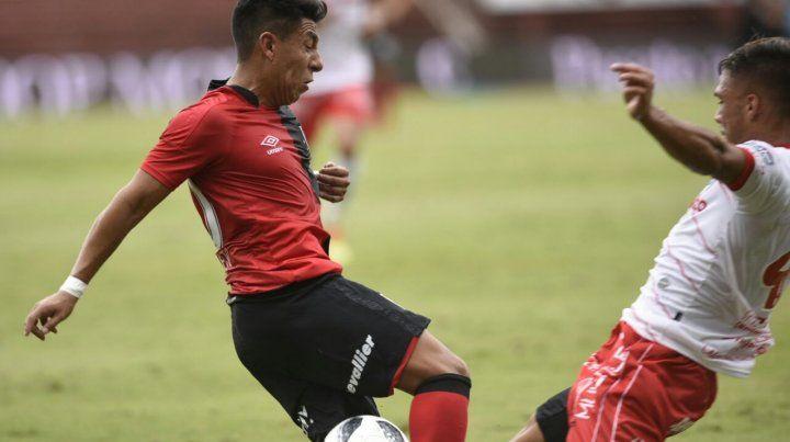 Derrota ante Argentinos. Brian Sarmiento fue uno de los puntos bajos de Newells en La Paternal.