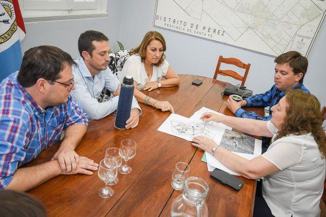 Conexión. Mónica Fein solicitó que la transformación de la ruta 33 llegue hasta Rosario.