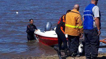 buzos tácticos de Melincué y Carreras trabajaron en la búsqueda del pescador.