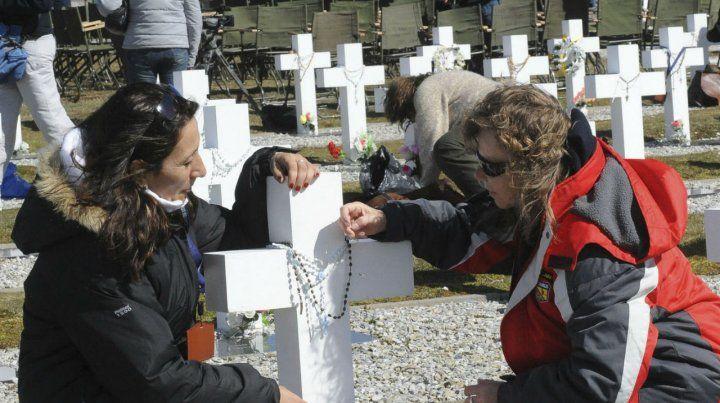 Dolor. El cementerio tendrá lápidas nuevas con los 90 nombres.