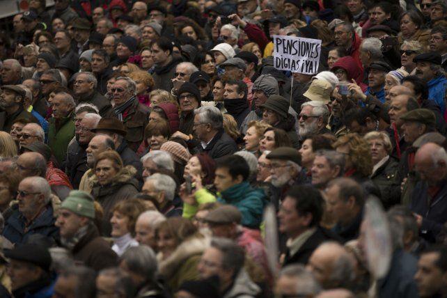 Los jubilados españoles se quejan de que sus magras pensiones no se ajustan al costo de vida.