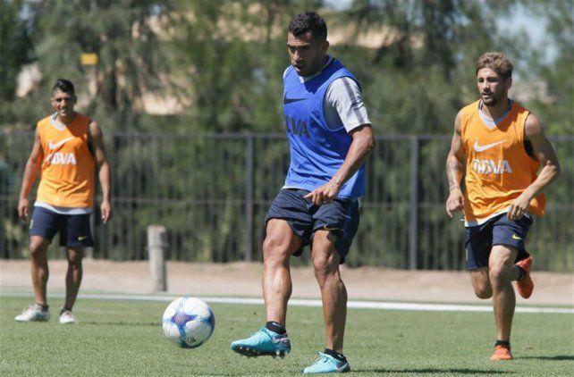 Apache. Carlos Tevez jugará más retrasado en el equipo xeneize ante el Decano.