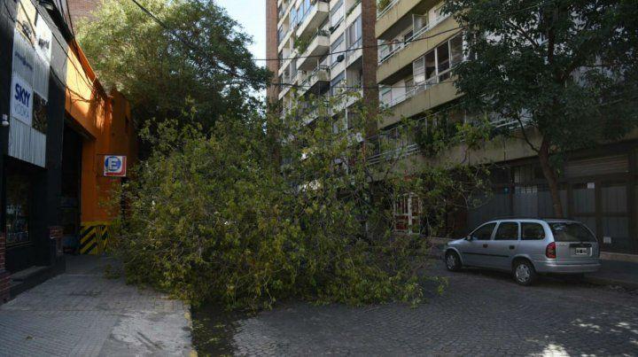 Calle cortada en Jujuy y Oroño.