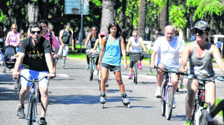 más espacio recreativo. Los domingos suman atractivos en la ciudad.