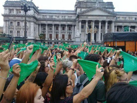 La votación de la ley de la despenalización del aborto será muy reñida en el Congreso de la Nación.