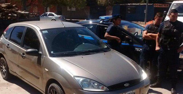 El Ford Focus que embistió a un móvil policial. El conductor estaba alcoholizado.