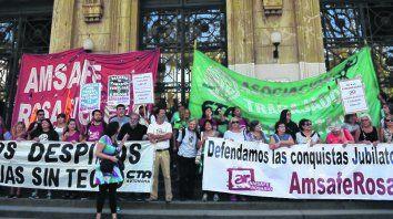 protestas. Docentes y estatales protagonizaron marchas que expusieron el rechazo a las ofertas recibidas.