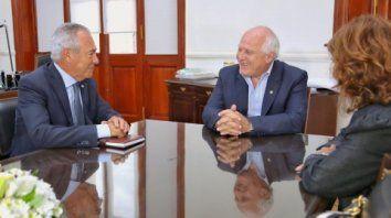 Buena onda. Lifschitz recibió ayer a Barletta, embajador en Uruguay.
