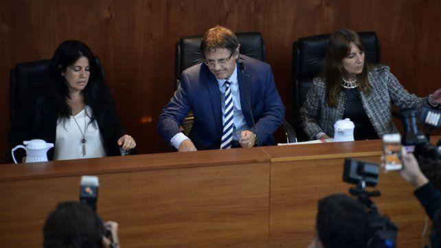 Los jueces Marisol Usandizaga, Ismael Manfrín y María Isabel Mas Varela.