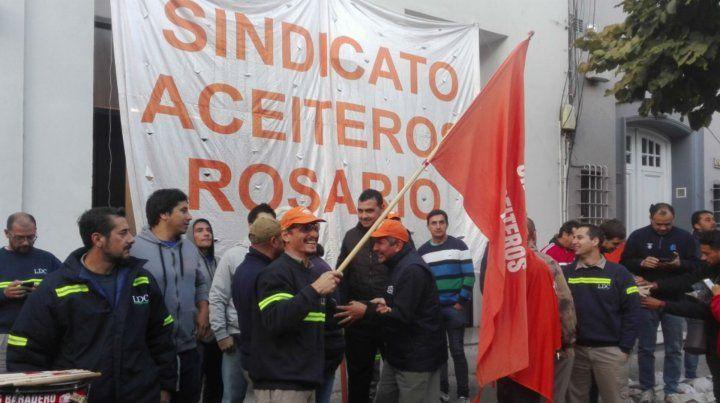 Los trabajadores se congregaron en las oficinas de Rosario de Cargill.