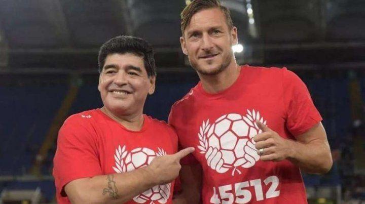 Diego agradeció a Totti y saludó al Papa