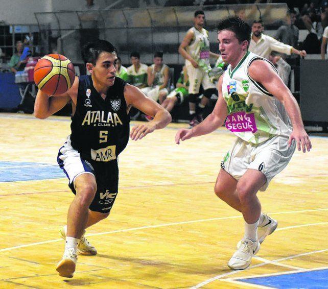 El dueño de la pelota. Lautaro Suárez es el base titular de Atalaya.