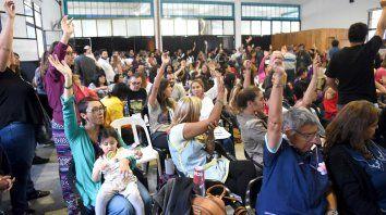 Los docentes votan hoy y mañana si aceptan o no la oferta salarial del gobierno.